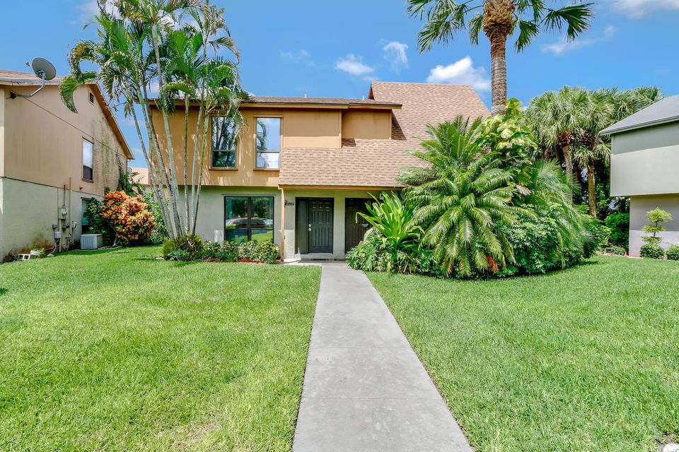 412  Sandtree Drive , Palm Beach Gardens FL 33403 is listed for sale as MLS Listing RX-10363555 photo #1