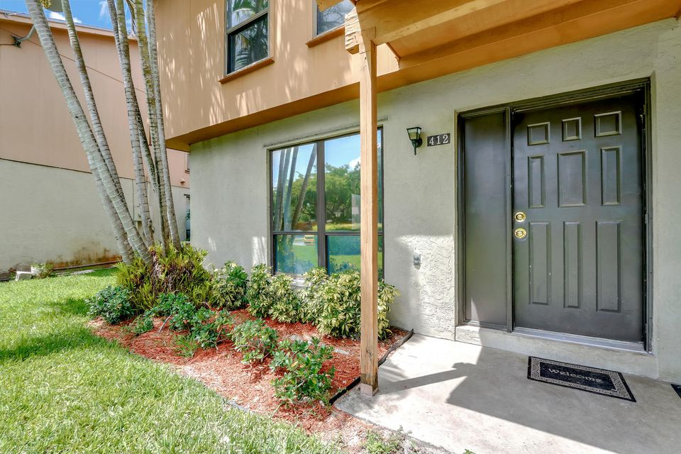 412  Sandtree Drive , Palm Beach Gardens FL 33403 is listed for sale as MLS Listing RX-10363555 photo #2