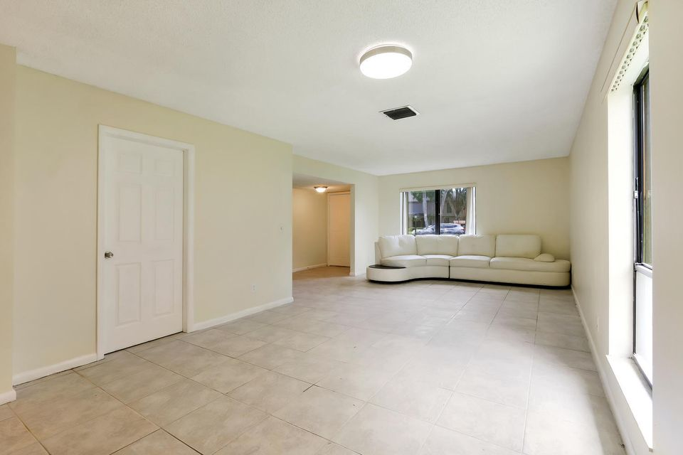 412  Sandtree Drive , Palm Beach Gardens FL 33403 is listed for sale as MLS Listing RX-10363555 photo #4