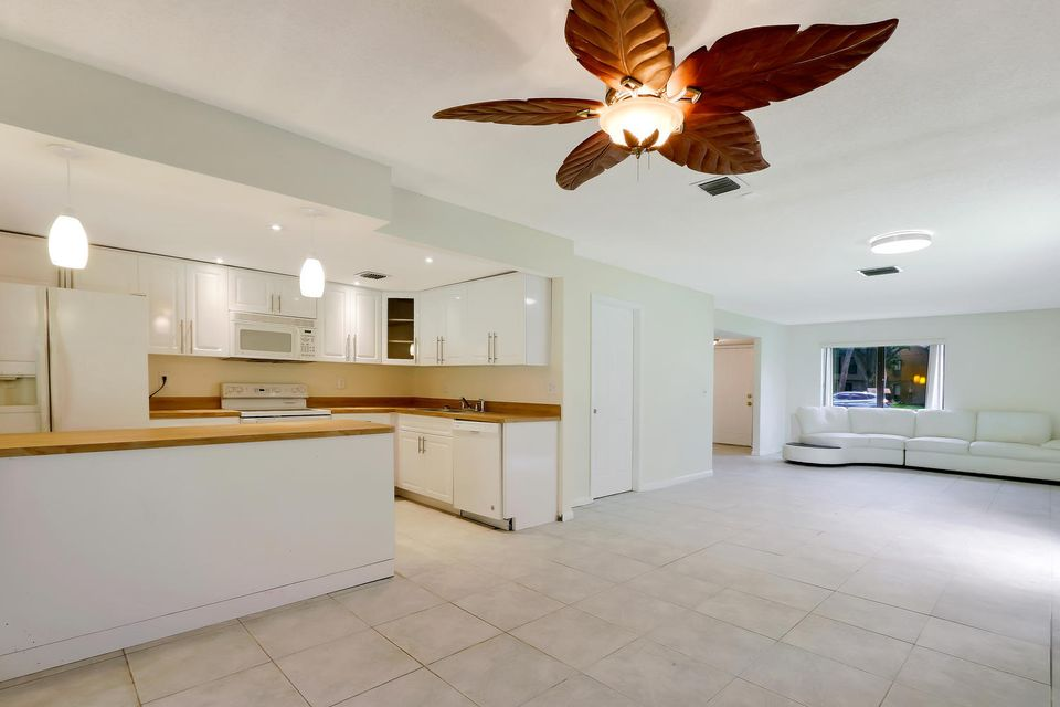 412  Sandtree Drive , Palm Beach Gardens FL 33403 is listed for sale as MLS Listing RX-10363555 photo #6