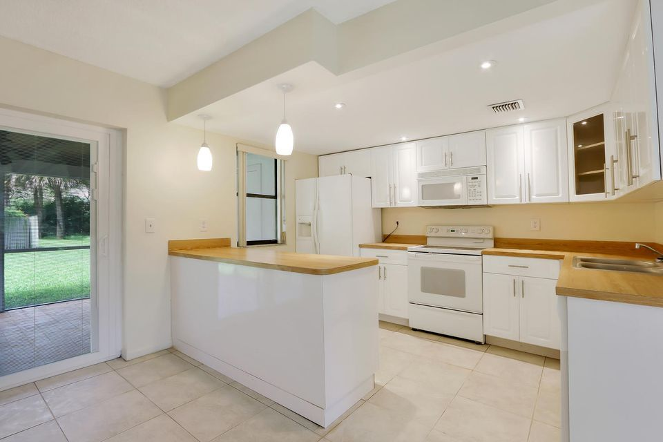 412  Sandtree Drive , Palm Beach Gardens FL 33403 is listed for sale as MLS Listing RX-10363555 photo #7