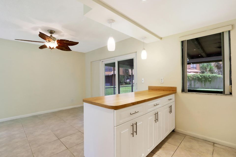 412  Sandtree Drive , Palm Beach Gardens FL 33403 is listed for sale as MLS Listing RX-10363555 photo #8