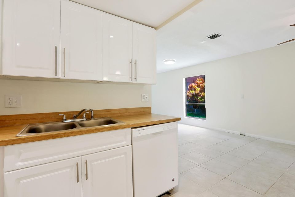 412  Sandtree Drive , Palm Beach Gardens FL 33403 is listed for sale as MLS Listing RX-10363555 photo #9