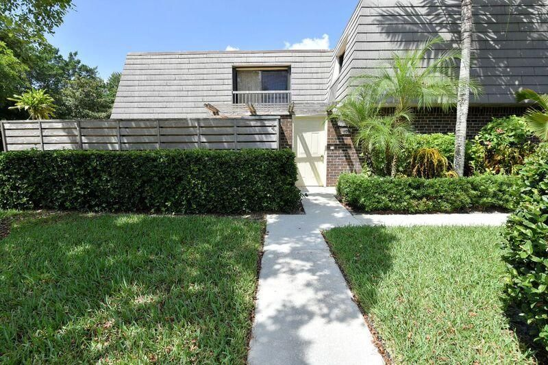 109 1st Terrace , Palm Beach Gardens FL 33418 is listed for sale as MLS Listing RX-10363073 36 photos