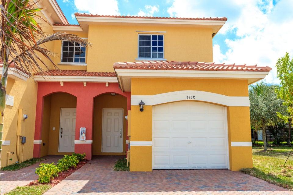 Stadthaus für Verkauf beim 3620 NW 29th Court 3620 NW 29th Court Lauderdale Lakes, Florida 33311 Vereinigte Staaten