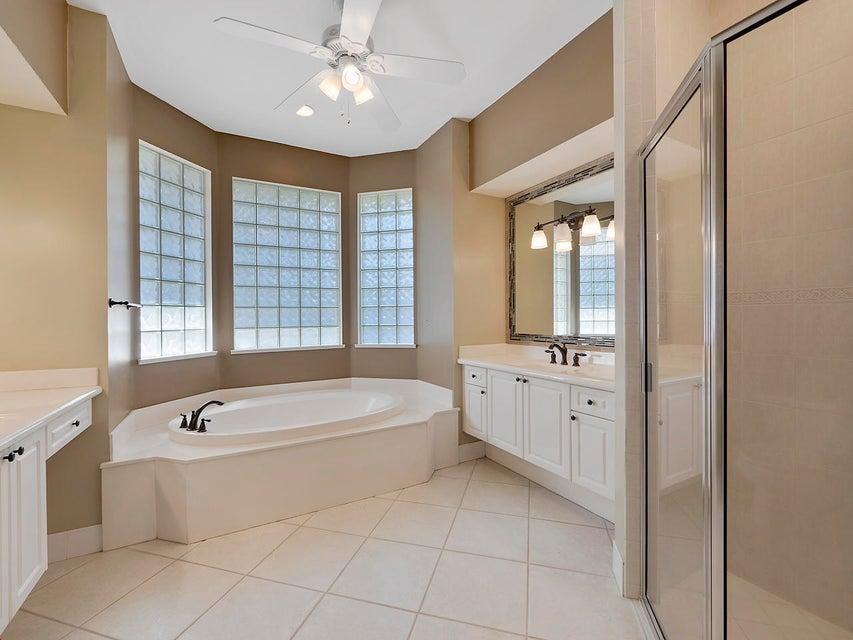 Additional photo for property listing at 117 Westwood Court 117 Westwood Court Atlantis, Florida 33462 United States