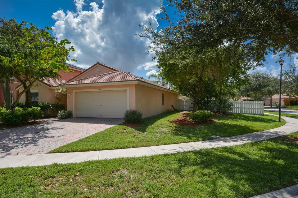 3846 Torres Circle West Palm Beach, FL 33409 photo 2