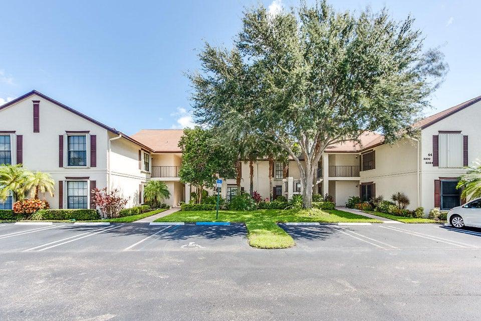 Co-op / Condominio por un Venta en 3380 Jog Park Drive 3380 Jog Park Drive Greenacres, Florida 33467 Estados Unidos