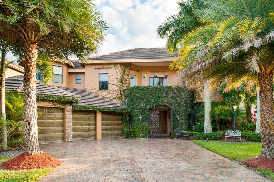 10703 Versailles Boulevard Wellington, FL 33449 photo 2