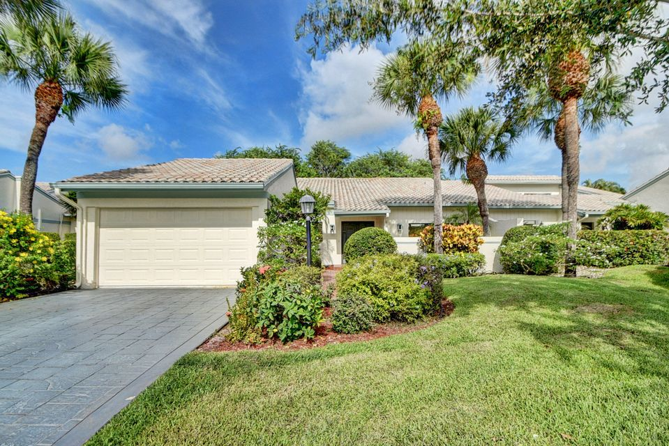 Villa for Sale at 31 Cambridge Drive 31 Cambridge Drive Boynton Beach, Florida 33436 United States