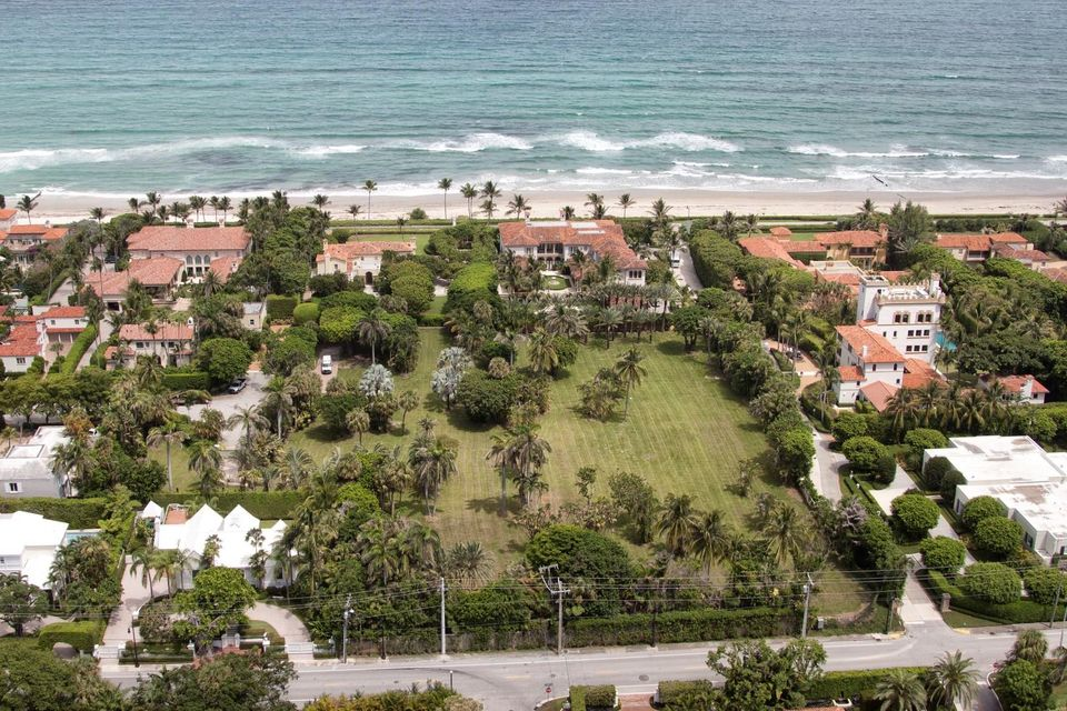 Additional photo for property listing at 125 El Bravo Way 125 El Bravo Way Palm Beach, Florida 33480 United States