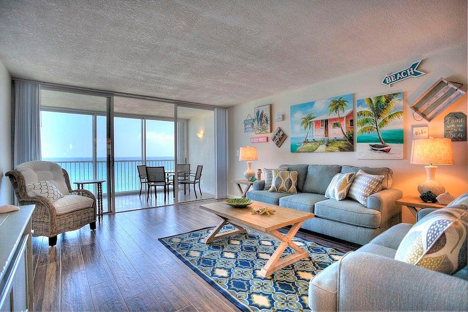 Co-op / Condo للـ Rent في 840 Ocean Drive 840 Ocean Drive Juno Beach, Florida 33408 United States