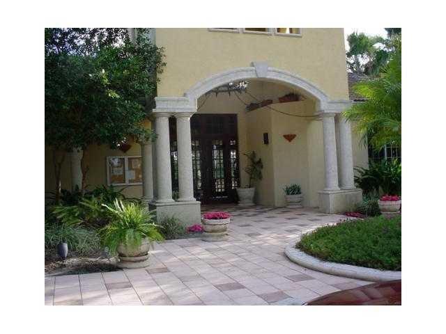 Cooperativa / condomínio para Locação às 1300 S Crestwood Court S 1300 S Crestwood Court S Royal Palm Beach, Florida 33411 Estados Unidos
