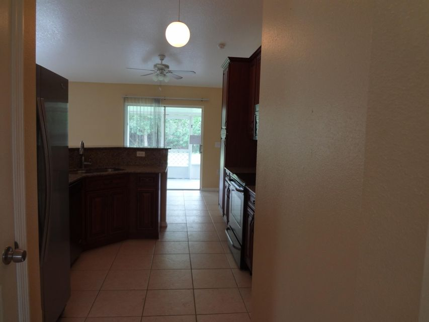 Additional photo for property listing at 1552 SW Neponset Road 1552 SW Neponset Road Port St. Lucie, Florida 34953 États-Unis