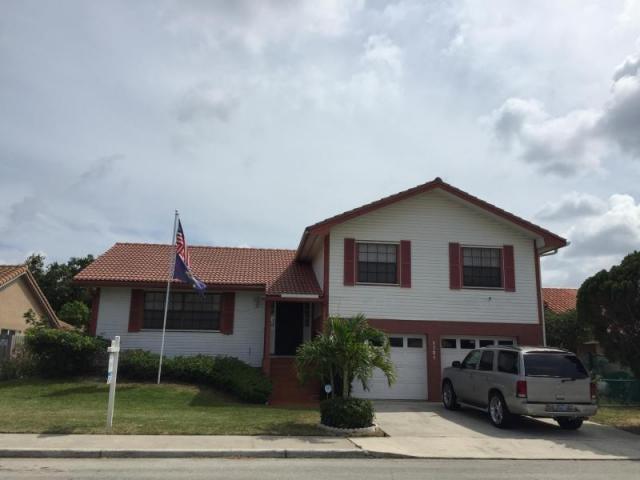 واحد منزل الأسرة للـ Sale في 1721 Kelso Avenue Lake Worth, Florida 33460 United States