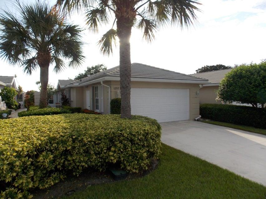Vila para Venda às 1257 NW Bentley Circle 1257 NW Bentley Circle Port St. Lucie, Florida 34986 Estados Unidos