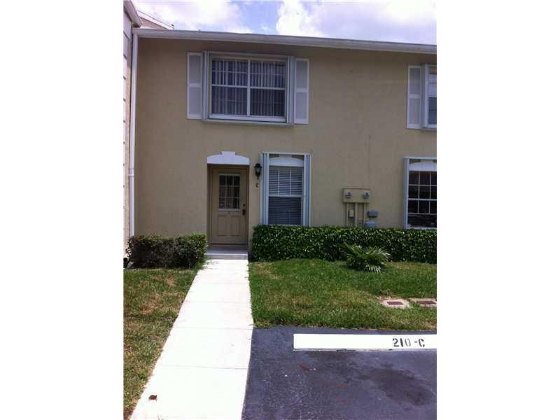 Casa unifamiliar adosada (Townhouse) por un Venta en 210 Foxtail Drive 210 Foxtail Drive Greenacres, Florida 33415 Estados Unidos