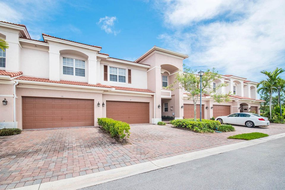 Carriage pointe homes for sale in boynton beach for Carriage homes for sale