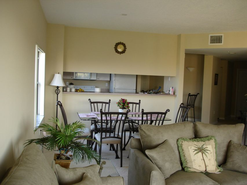 Additional photo for property listing at 200 Uno Lago Drive 200 Uno Lago Drive Juno Beach, Florida 33408 United States