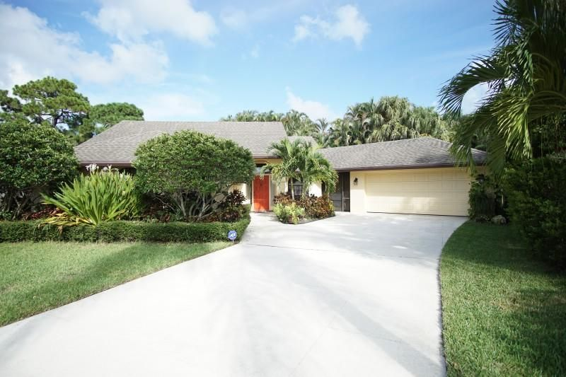 2786 Bayonne Drive , Palm Beach Gardens FL 33410 is listed for sale as MLS Listing RX-10364864 24 photos