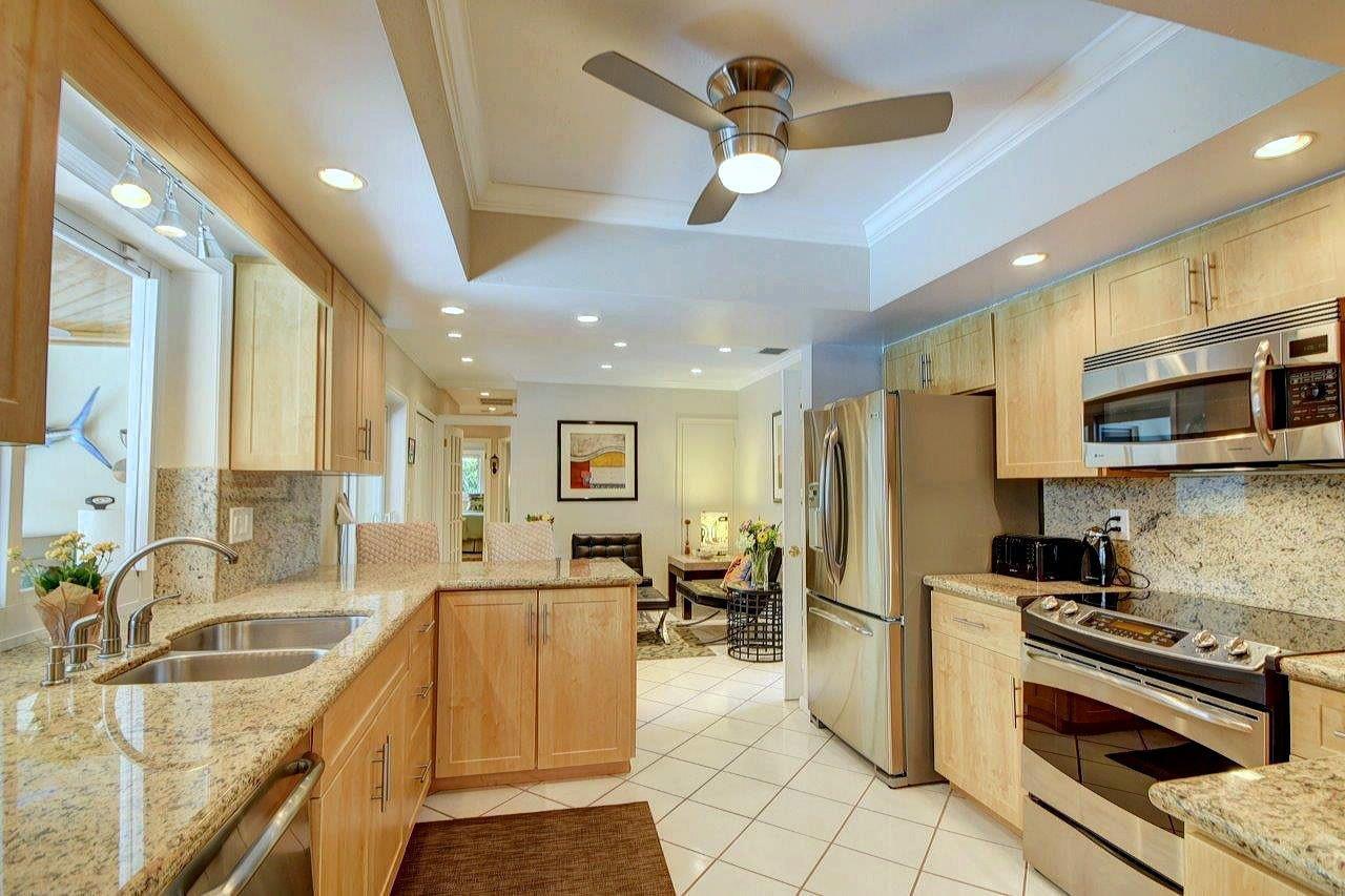 Additional photo for property listing at 840 Granada Drive 840 Granada Drive Boca Raton, Florida 33432 Estados Unidos