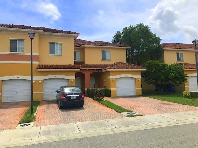 Stadthaus für Verkauf beim 3676 NW 29th Court 3676 NW 29th Court Lauderdale Lakes, Florida 33311 Vereinigte Staaten