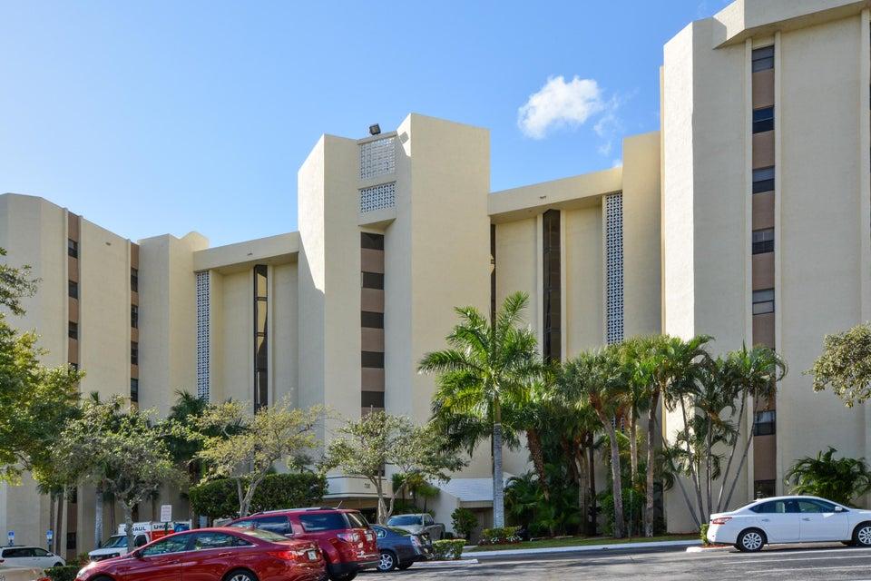 Co-op / Condo للـ Sale في 7300 Radice Court Lauderhill, Florida 33319 United States
