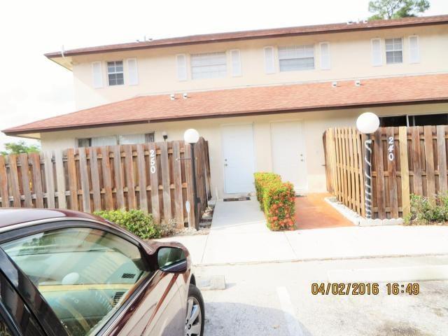 联栋屋 为 出租 在 250 Cypress Way W 250 Cypress Way W Palm Springs, 佛罗里达州 33406 美国