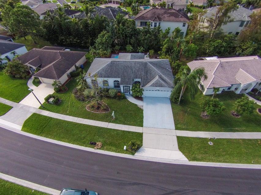 Maison unifamiliale pour l Vente à 109 Saratoga Boulevard W Royal Palm Beach, Florida 33411 États-Unis