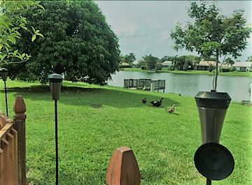 Villa für Verkauf beim 8523 Lake Point Court Lake Worth, Florida 33467 Vereinigte Staaten
