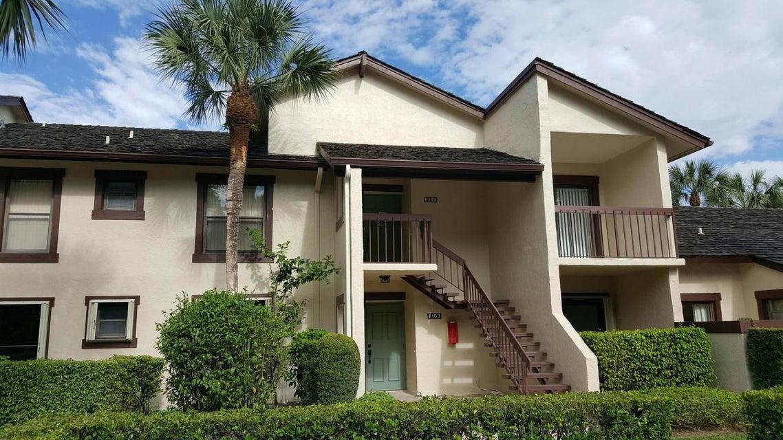 Coopérative / Condo pour l Vente à 11397 Pond View Drive 11397 Pond View Drive Wellington, Florida 33414 États-Unis