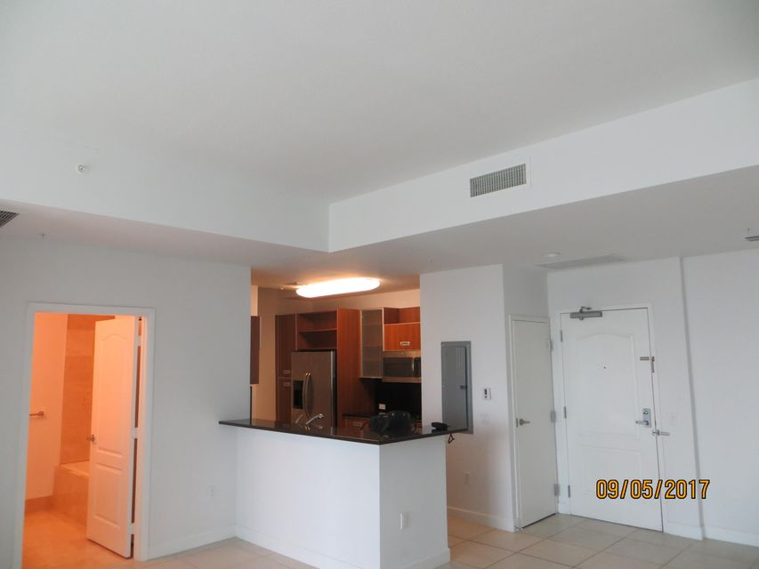 Additional photo for property listing at 410 Evernia Street 410 Evernia Street West Palm Beach, Florida 33401 États-Unis
