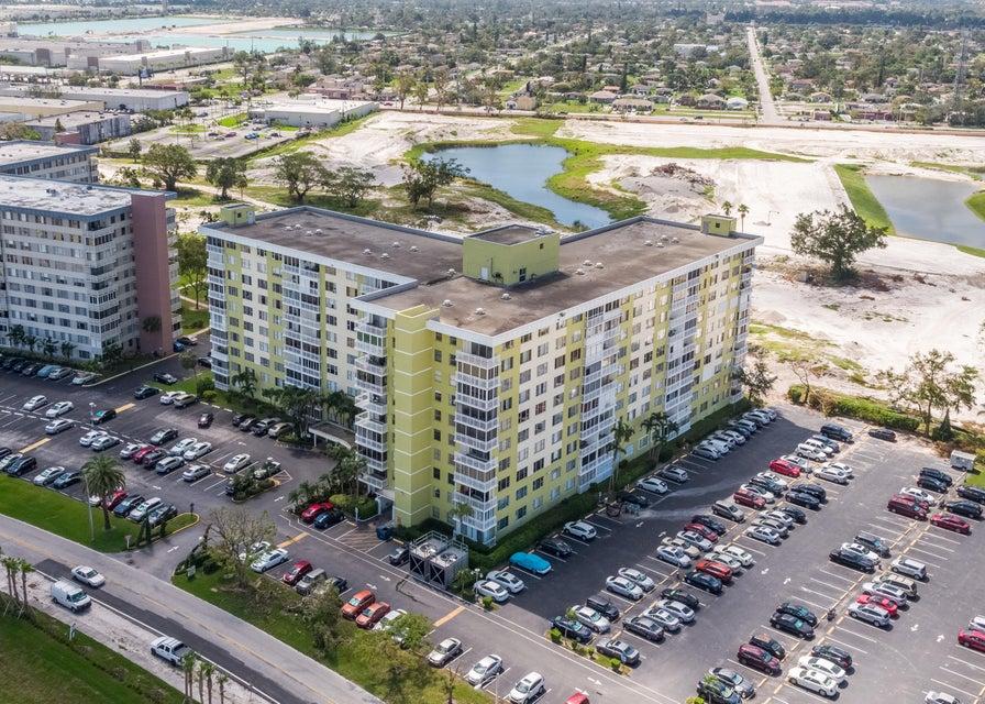 4400 Hillcrest Drive Hollywood, FL 33021 - photo 21