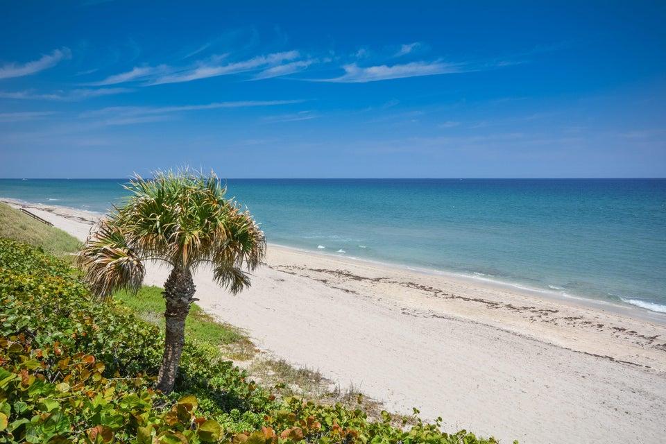 Coopérative / Condo pour l Vente à 4605 S Ocean Boulevard 4605 S Ocean Boulevard Highland Beach, Florida 33487 États-Unis