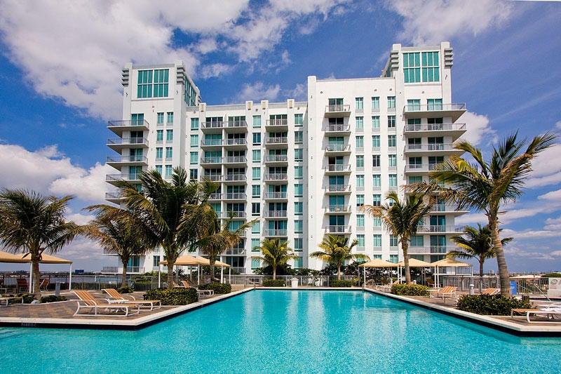 Coopérative / Condo pour l Vente à 300 S Australian Avenue 300 S Australian Avenue West Palm Beach, Florida 33401 États-Unis
