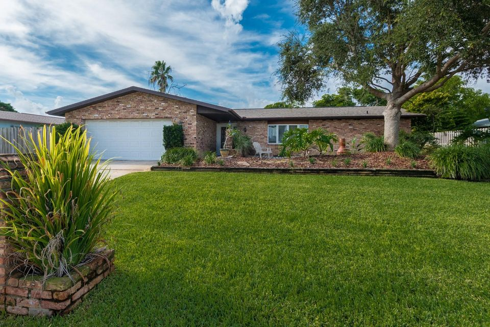 Einfamilienhaus für Verkauf beim 401 Riverview Lane 401 Riverview Lane Melbourne, Florida 32951 Vereinigte Staaten