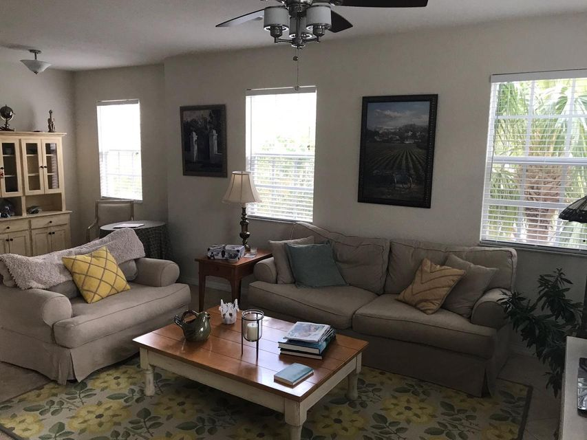 Additional photo for property listing at 122 W Royal Palm Circle 122 W Royal Palm Circle Jupiter, Florida 33458 United States