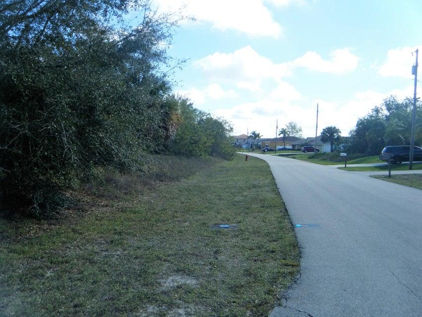 Agricultural Land por un Venta en 475 SW Jeanne Avenue 475 SW Jeanne Avenue Port St. Lucie, Florida 34953 Estados Unidos