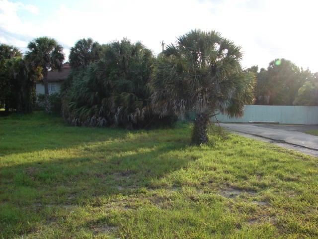 أراضي للـ Sale في 2307 Tamarind Drive 2307 Tamarind Drive Fort Pierce, Florida 34949 United States