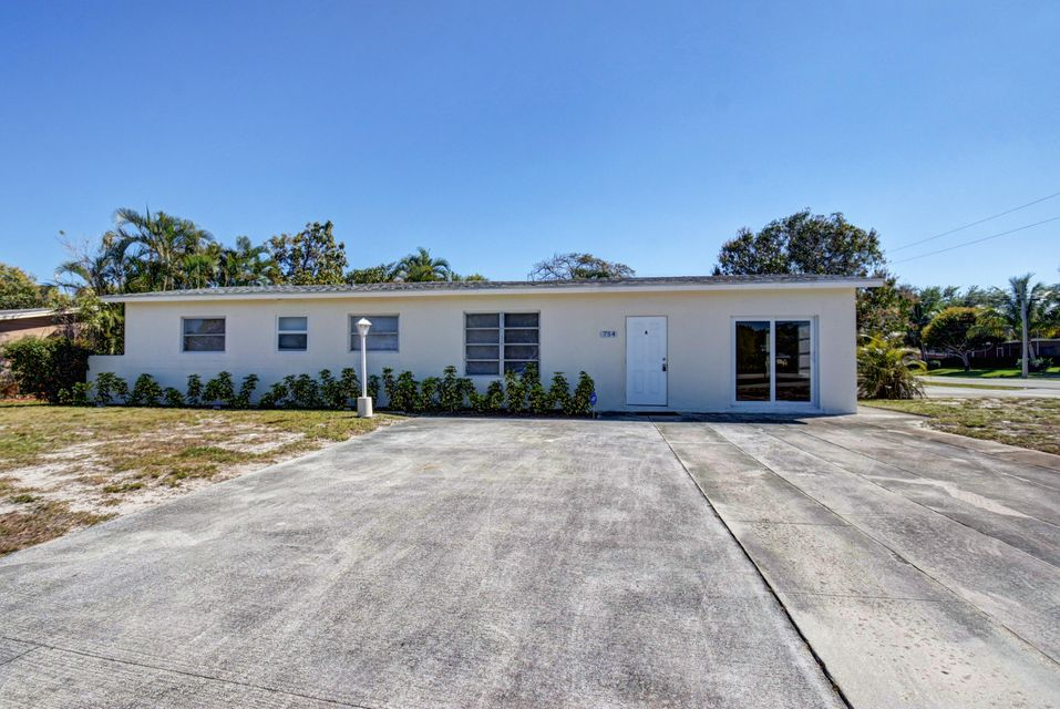 Rentals for Rent at 754 Date Palm Drive Lake Park, Florida 33403 United States