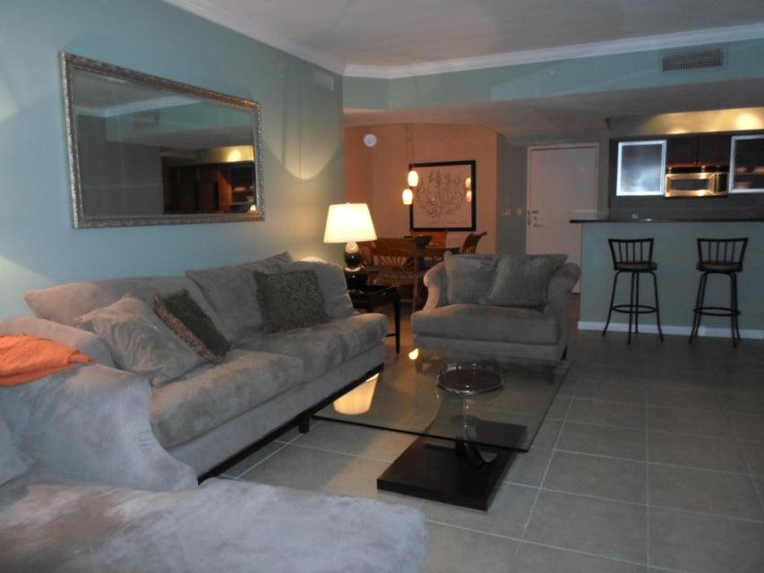 Cooperativa / condomínio para Locação às 1551 N Flagler Drive 1551 N Flagler Drive West Palm Beach, Florida 33401 Estados Unidos