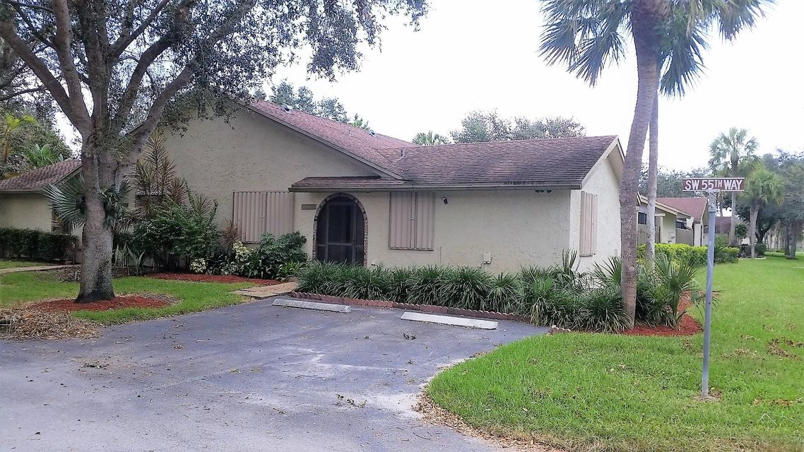 SANDALFOOT COVE SEC 10 home on 23346 SW 55th Way