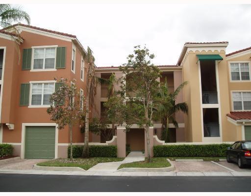 Co-op / Condo للـ Sale في 11790 Saint Andrews Place 11790 Saint Andrews Place Wellington, Florida 33414 United States