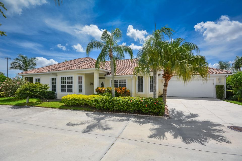 212 Woodsmuir Court , Palm Beach Gardens FL 33418 is listed for sale as MLS Listing RX-10367180 29 photos