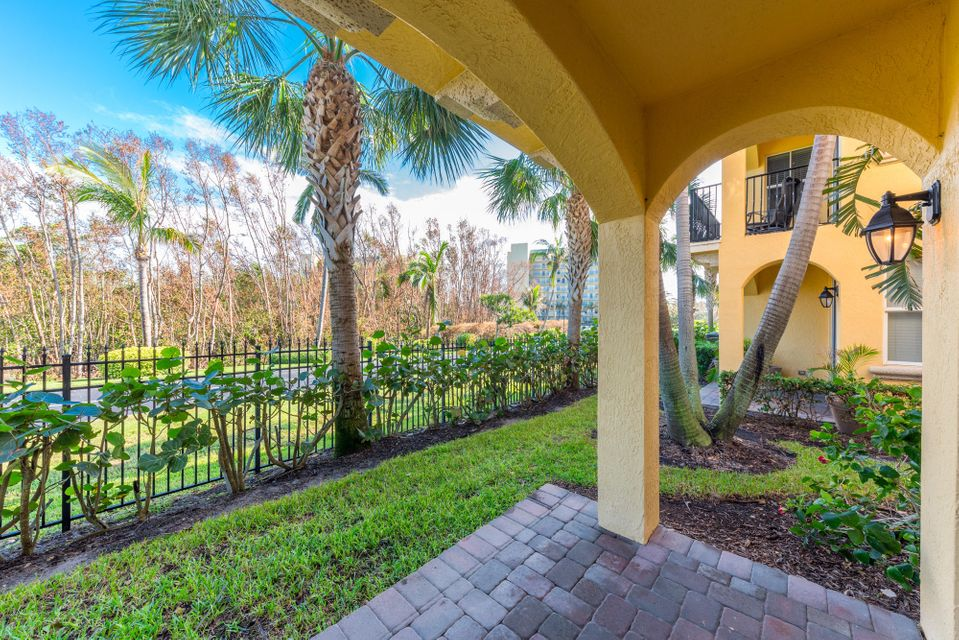 Additional photo for property listing at 136 Ocean Bay Drive 136 Ocean Bay Drive Jensen Beach, Флорида 34957 Соединенные Штаты