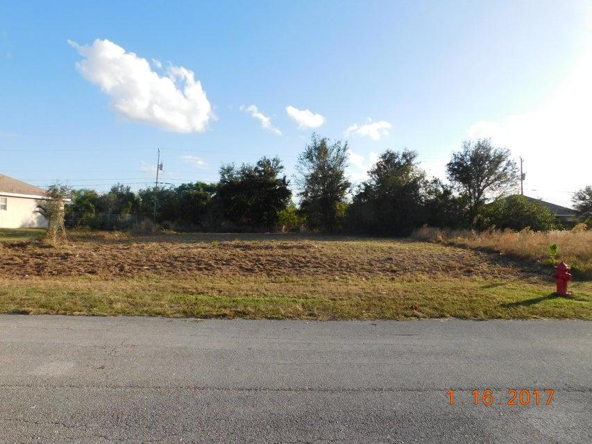 Land für Verkauf beim 642 SE Sareta Avenue 642 SE Sareta Avenue Port St. Lucie, Florida 34953 Vereinigte Staaten