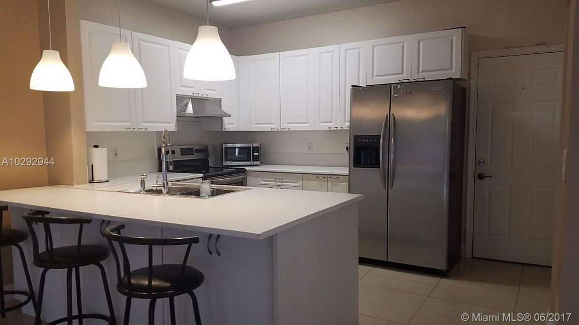 Additional photo for property listing at 10665 NW 48 Th Street 10665 NW 48 Th Street Coral Springs, Florida 33076 Estados Unidos