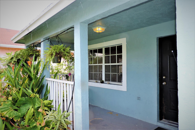 Einfamilienhaus für Verkauf beim 239 NW 4th Avenue 239 NW 4th Avenue Delray Beach, Florida 33483 Vereinigte Staaten