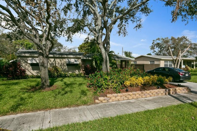 Casa para uma família para Venda às 1636 NE 3rd Avenue 1636 NE 3rd Avenue Delray Beach, Florida 33444 Estados Unidos