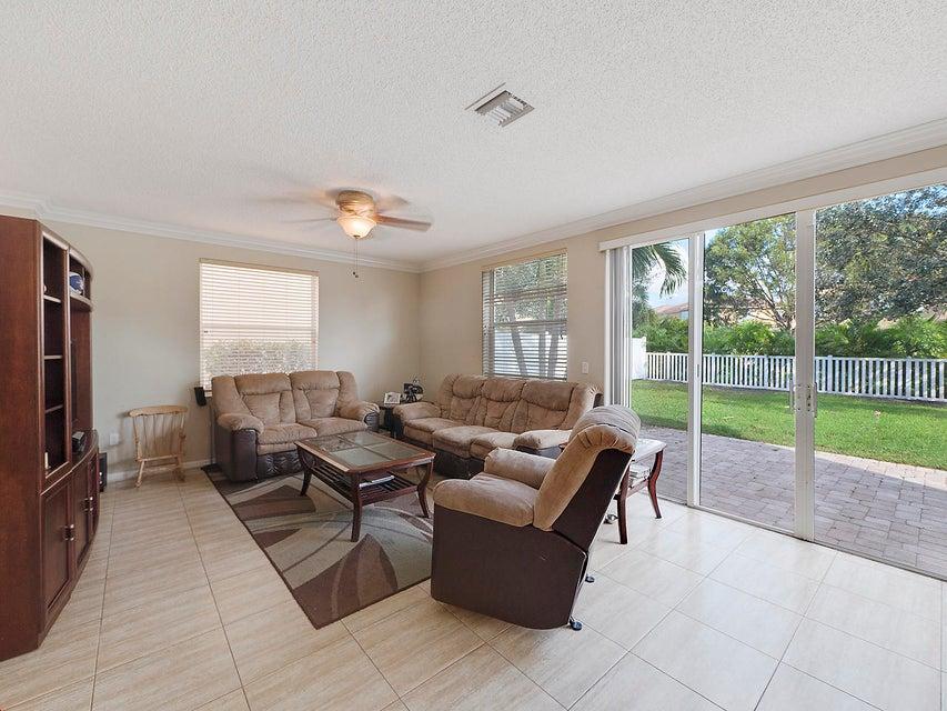 1189 Oakwater Drive Royal Palm Beach, FL 33411 photo 8